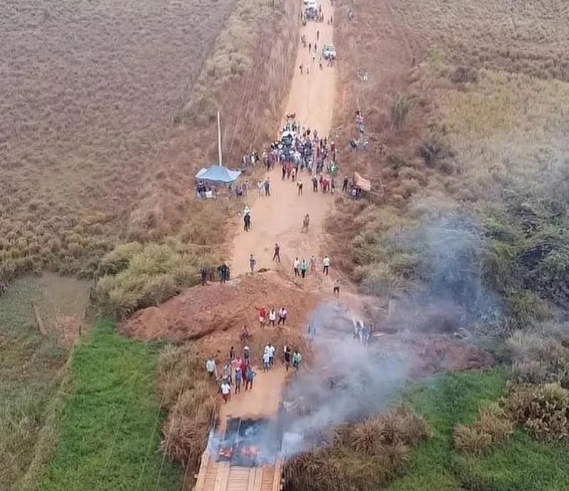 Garimpeiros protestam contra operação federal no Pará. — Foto: Reprodução / Elion