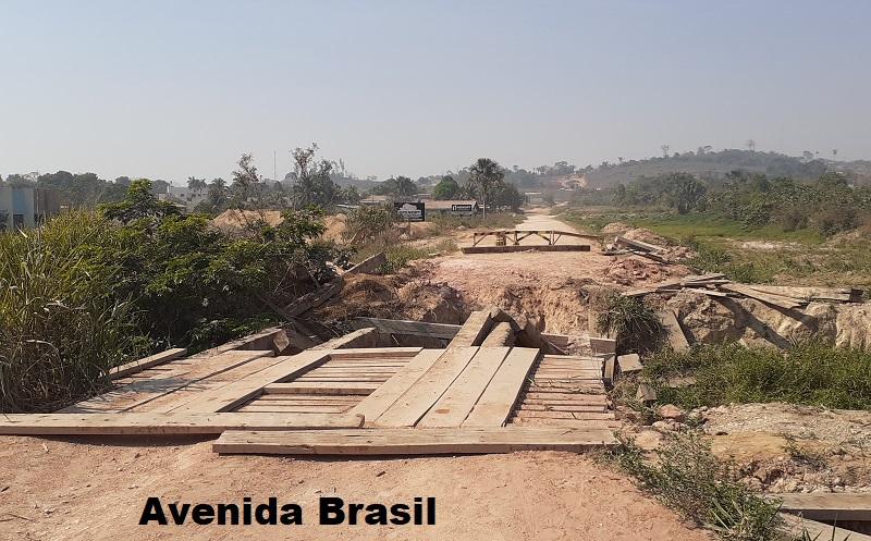 Av. Brasil moderadores reclamam que é muito descanso da prefeitura pq está ponte já tem um mês bloqueada (Foto:Adria Karoline)