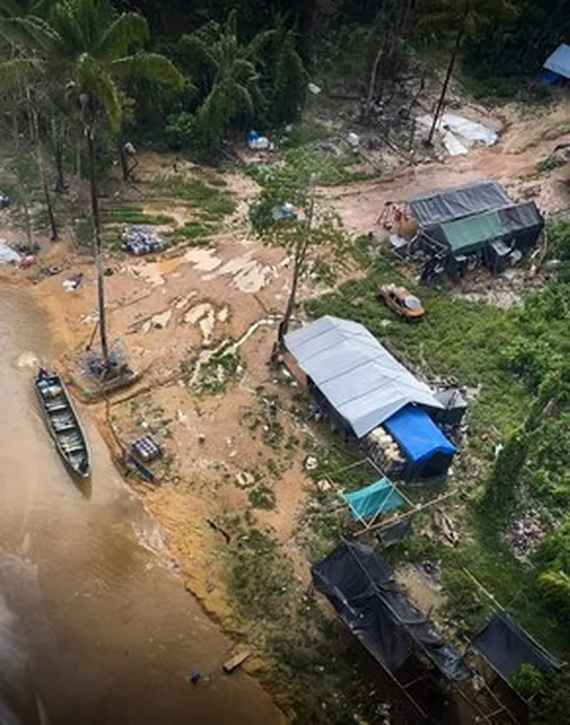 Garimpo ilgeal na Terra Yanomami, em Roraima — Foto: Ibama/Divulgação