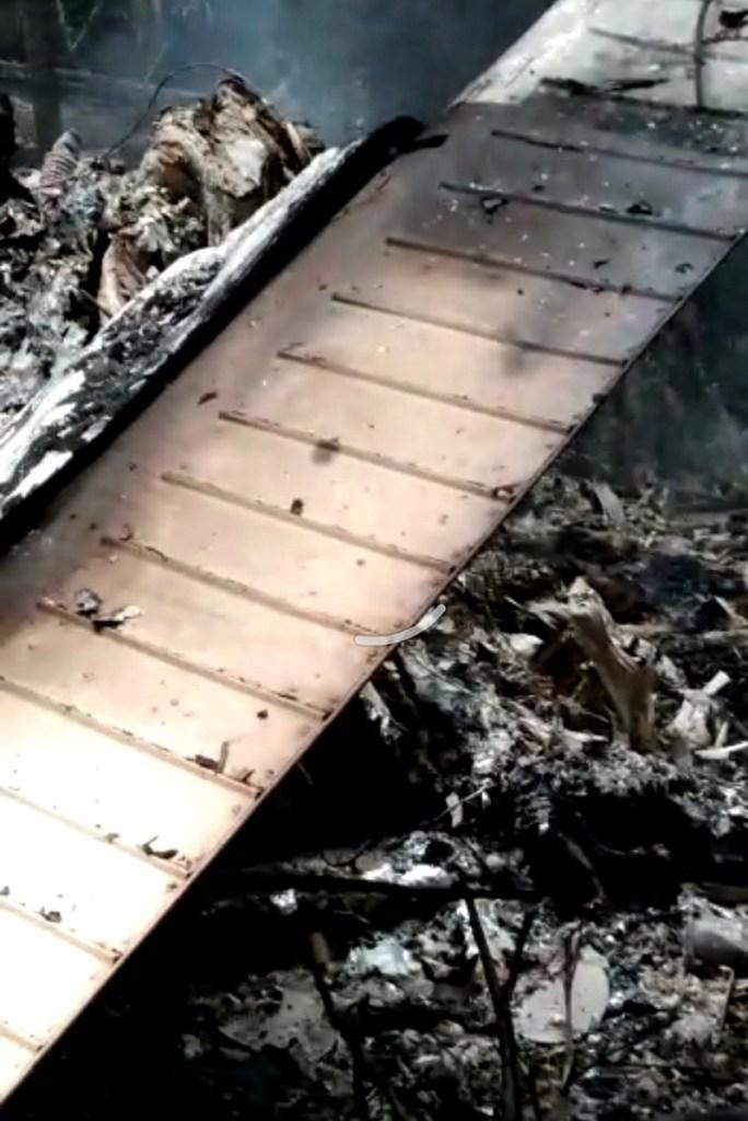 Aeronave ficou irreconhecível após a queda e explosão (Foto:Reprodução)