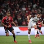 Pedro marca de pênalti no fim e Athletico-PR e Flamengo ficam no empate