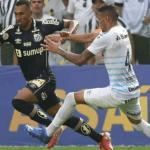 Com gol nos acréscimos, Santos bate o Grêmio no reencontro com a torcida e sai do Z4 do Brasileirão