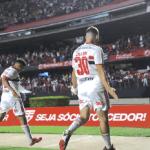 São Paulo bate o Corinthians, Ceni conquista 1ª vitória no retorno e time descola do Z4