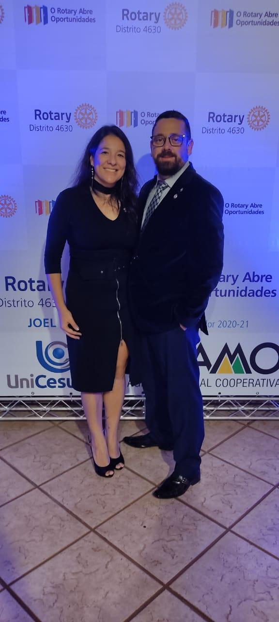 Ricardo e esposa