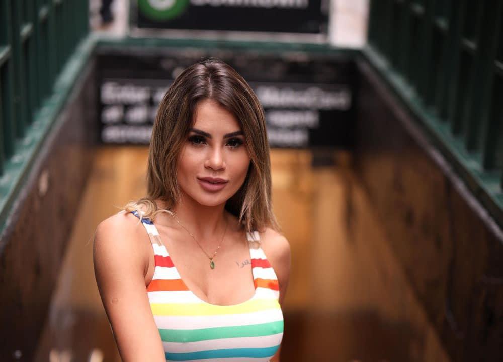 Bailarina do Faustão Natacha Horana posa na Times Square em NY