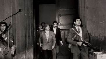 Na manhã do dia 11 de setembro, de 1973, Salvador Allende anuncia resistência ao golpe no Palácio La Moneda, no Chile. Foto: Luis Orlando Lagos Vásques