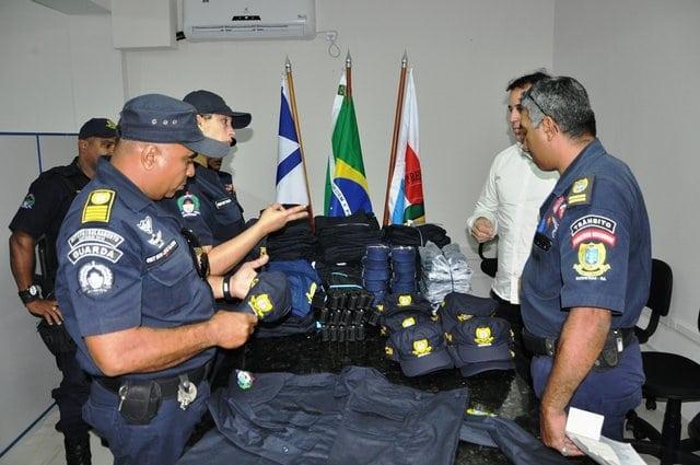 Prefeitura de Barreiras entrega novo fardamento da Guarda Civil Municipal. Foto: Divulgação/Prefeitura Municipal de Barreiras