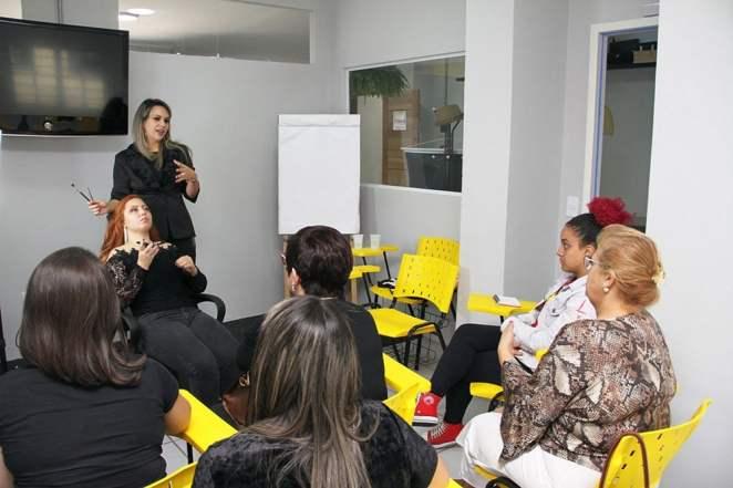 Maquiadora das musas da revista Sexy realiza Workshop para valorização da mulher. Foto: Adilson Marques / Rômulo Moreira Divulgação