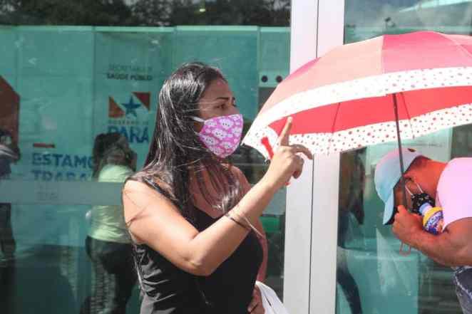 Nashara Costa Silva reclama da falta de informações sobre os pacientes internados no hospital (Imagem: Kleyton Silva/Agência Pública)