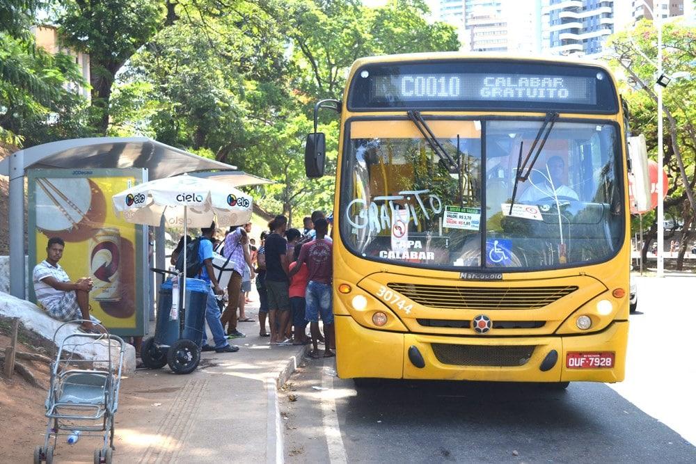 Bahia tem mais quatro cidades com transporte suspenso; total chega a 378