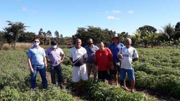 Entrega kits de irrigação em Barreiras (Foto: Divulgação/Abapa)