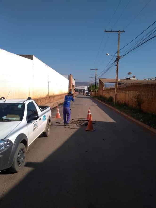 Nivelamento poço de visita Barreiras (Foto: Divulgação/Embasa)