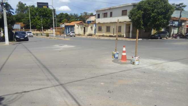 Nivelamento poço de visita rua Floriano Peixoto, Barreiras (Foto: Divulgação/Embasa)