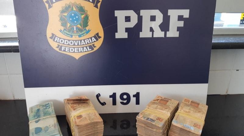 Advogado é flagrado com mais de R$ 100 mil sem comprovação de origem na BA