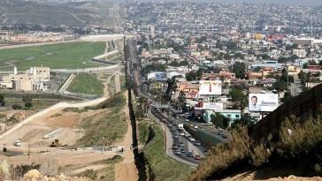 Fronteira internacional entre Estados Unidos e México (Foto: Wikimedia Commons)