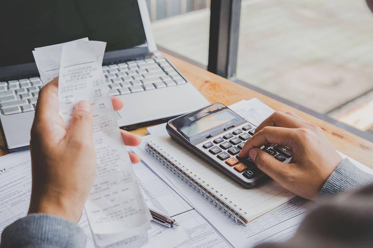 Endividamento das famílias cai pelo segundo mês; saiba como sair das principais dívidas