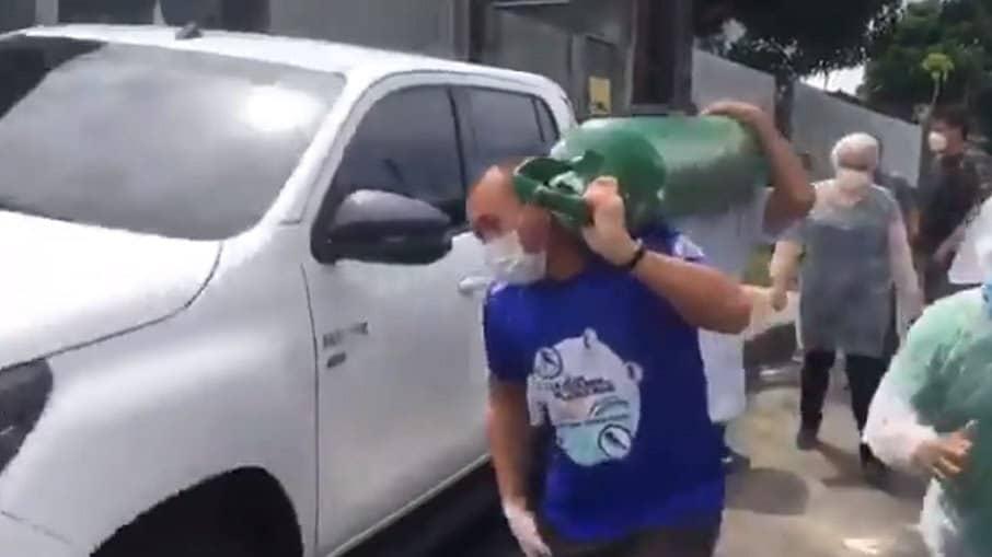 """Falta de oxigênio em Manaus: """"É desumano pedir 6 mil reais num cilindro"""""""