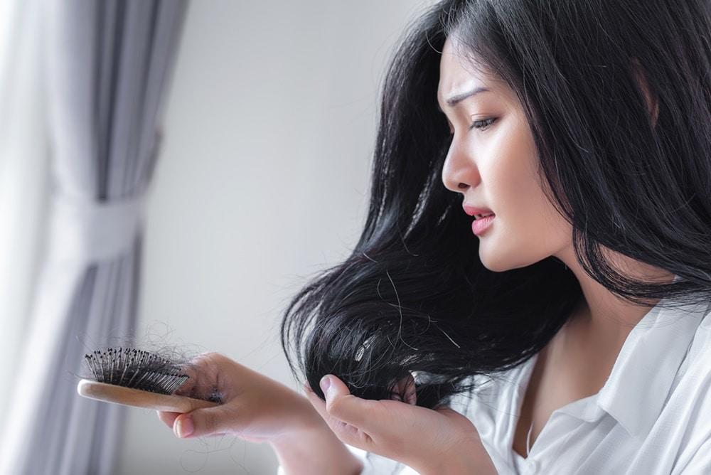 Razões que podem contribuir com a queda de cabelo
