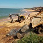 Começa obra do muro de contenção na Praia do Riacho