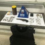 Dois suspeitos foram detidos com maconha e um colete a prova de balas em Guarapari