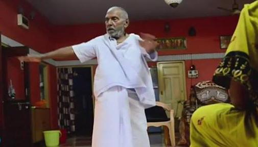 Monge hindu que diz ter 120 anos dá receita de longevidade
