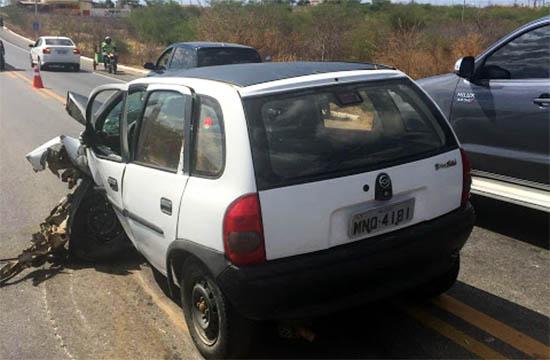 Colisão entre veículos deixa três pessoas feridas na BR 230 em Santa Luzia
