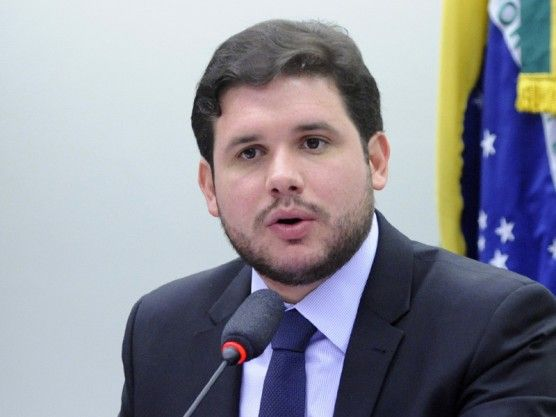 Estadão: Empresário aponta propina de 20% para campanha de Hugo Motta. Deputado nega