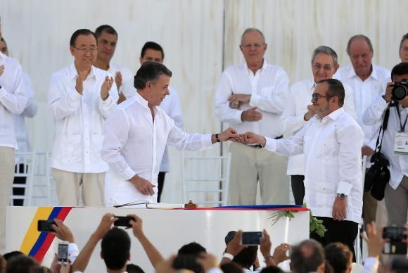 Farc e governo da Colômbia assinam acordo de paz após 52 anos de conflito