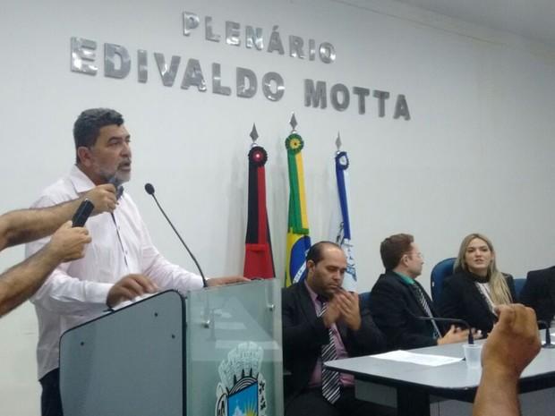 Vice-prefeito assume governo e anuncia exoneração de todos os secretários da Prefeitura Municipal de Patos