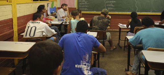 Ensino médio: português e matemática serão únicas obrigatórias; veja o que muda