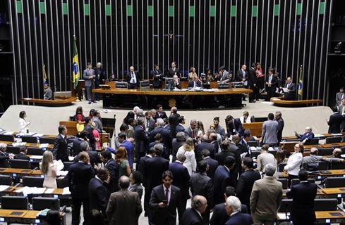 Câmara aprova em segundo turno PEC que limita gastos públicos por 20 anos