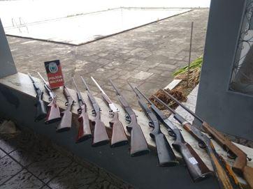 Operação fecha fábrica clandestina de armas e prende suspeito de ser dono do local, em Ingá
