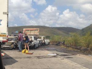 Acidente no quilômetro 17 da rodovia BR-232, na altura de Jaboatão dos Guararapes