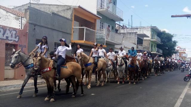Em Patos, vaqueiros protestam contra decisão do STF