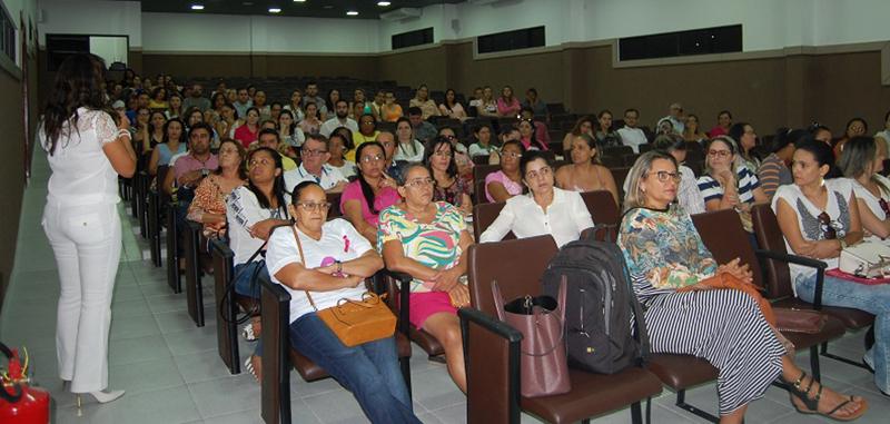 Servidores da Atenção Básica recebem formação sobre atendimento a pacientes com câncer de mama e DSTs