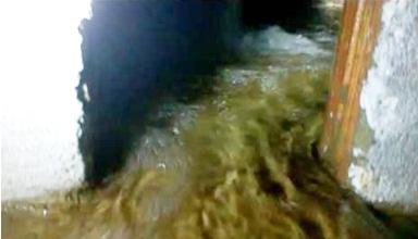 Moradores de Cacimba de Areia filmam desperdício de água da caixa que abastece a cidade; Veja vídeos!