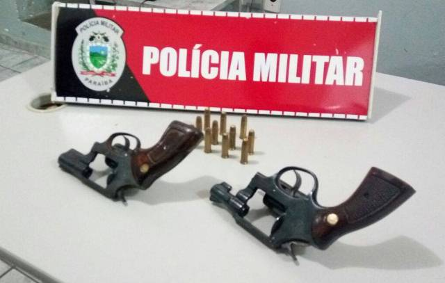 PM prende dois homens por porte ilegal de arma durante festejo carnavalesco em Patos
