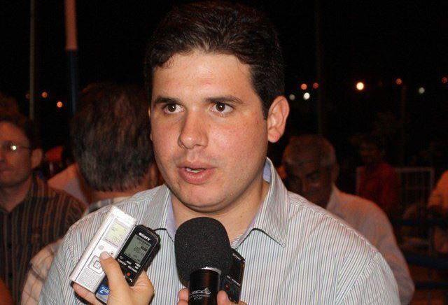 Hugo Motta consegue recurso para a compra de um veículo para a APAE-Patos
