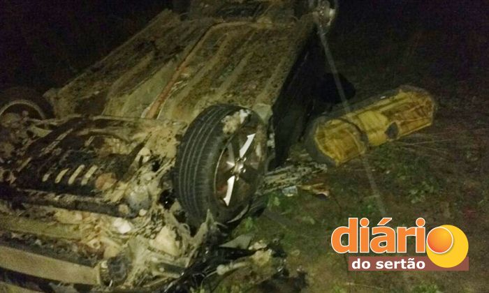 Jovem morre e outras duas ficam gravemente feridas em acidente na região de Cajazeiras