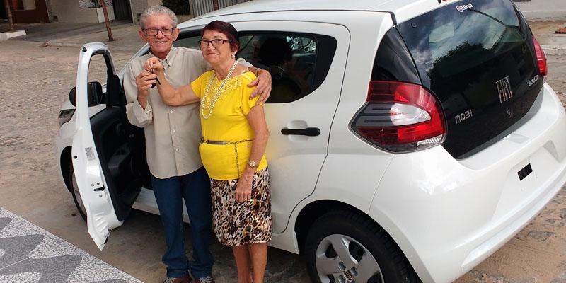 O popular Ramos, que liga para os programas de rádio de Patos, ganha carro novo em sorteio da Rede Gente Econômica
