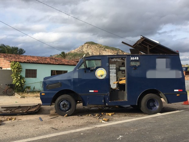 Grupo que assaltou carros-fortes na PB abandonou R$ 200 mil na fuga