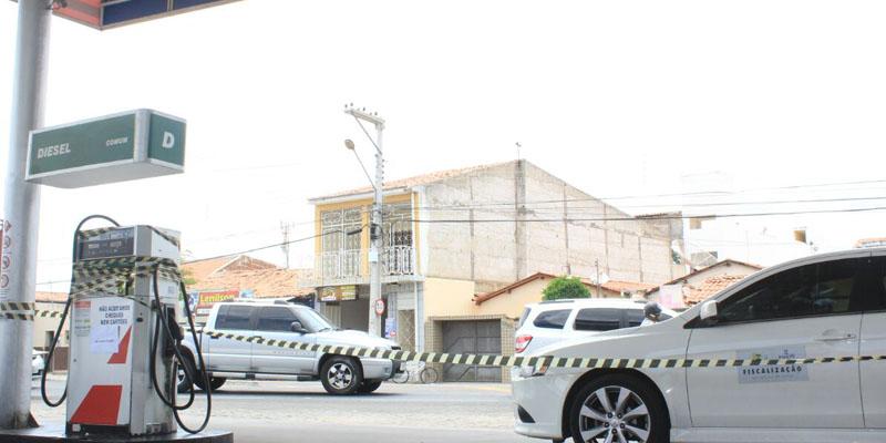 PROCON/Patos firma parceria com IMEQ/PB e faz fiscalização em postos de combustíveis em Patos