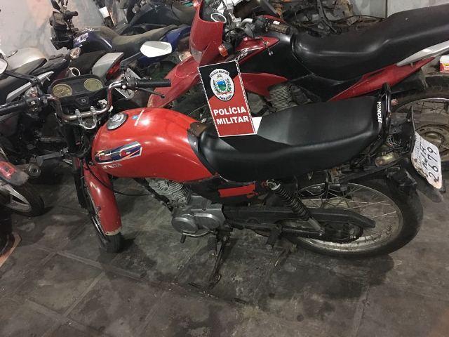 Polícia Militar recupera motocicleta furtada