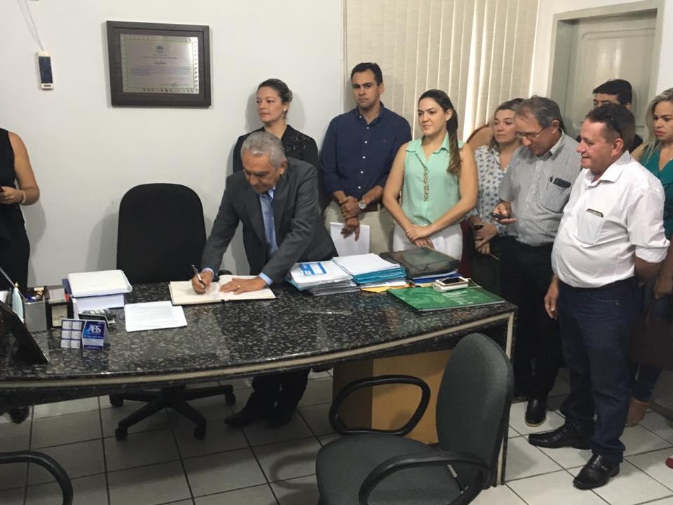 Dinaldinho se licencia, Bonifácio Rocha assume a Prefeitura na manhã de hoje