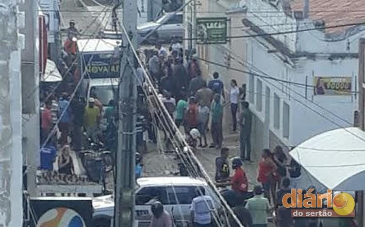 Tiroteio entre assaltante e empresário no centro de Sousa acaba com uma pessoa morta e um cliente ferido