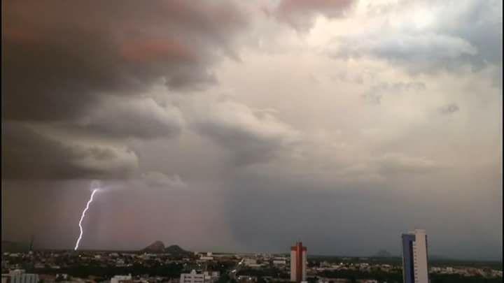 Volta a chover na cidade de Patos