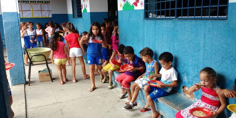 Diretora da escola Sabino Freire desmente a falta de merenda para os alunos