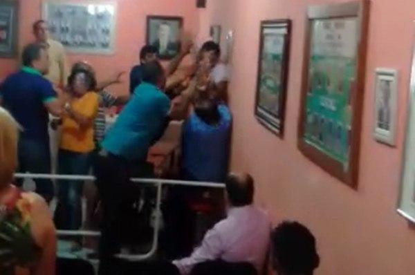 Sessão da Câmara em Ibiara acaba em agressões. Vídeo