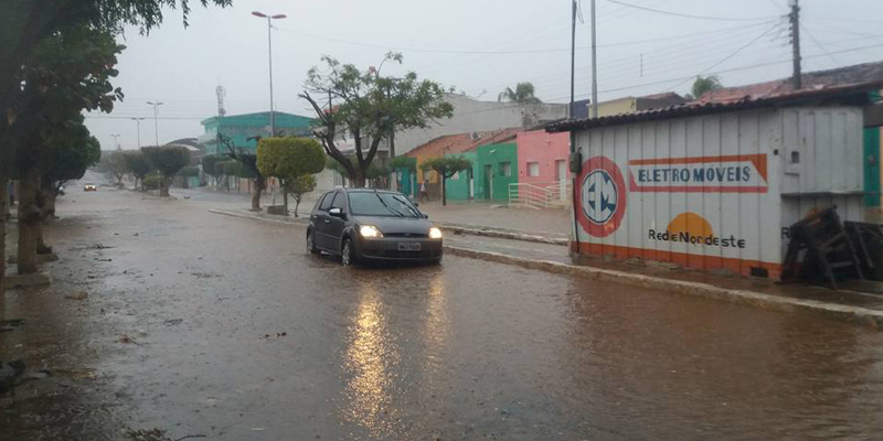 Manhã de quarta-feira chuvosa no Vale do Piancó