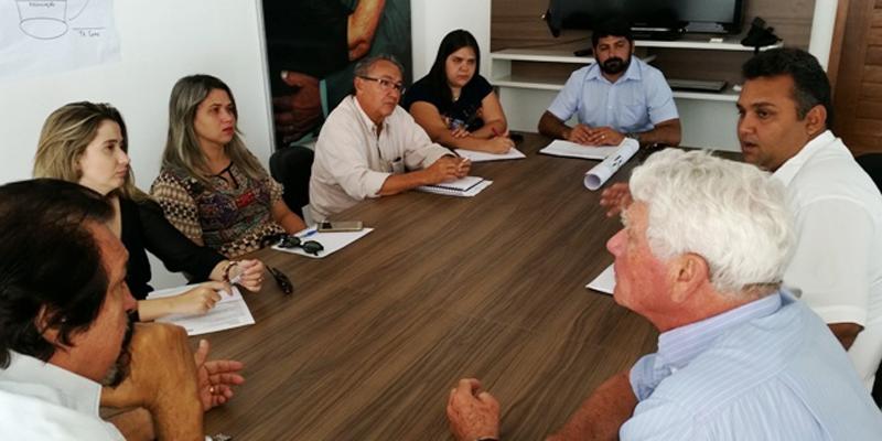 Secretários se reúnem com agropecuaristas visando instalar abatedouro modelo no município